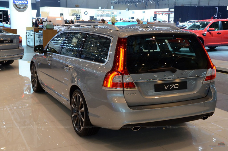 2014-volvo-V70 tail lights.jpg